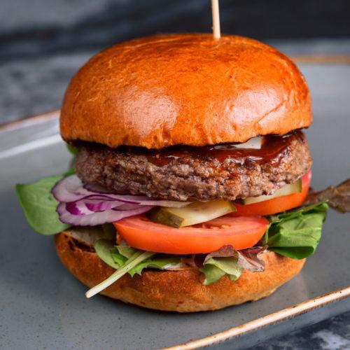 BBQ liellopu gaļas hamburgers